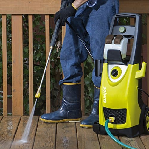 5 Tips to safely cleaning your deck